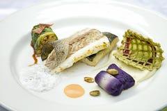 I pesci hanno cucinato con riso, zucchini Fotografie Stock