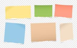 I pezzi di nota in bianco variopinta lacerata, carta del taccuino per testo hanno attaccato su fondo grigio quadrato illustrazione di stock