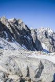 I picchi di montagna maestosi delle montagne di Sayan orientali Immagine Stock Libera da Diritti