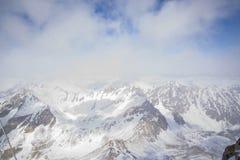 I picchi di montagna maestosi delle montagne di Sayan orientali Fotografia Stock Libera da Diritti