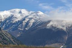 I picchi nevosi del Caucaso Fotografie Stock Libere da Diritti