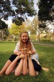 I piedi dei bambini che solleticano Fotografia Stock