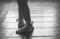 I piedi del ballerino si chiudono su Immagini Stock Libere da Diritti