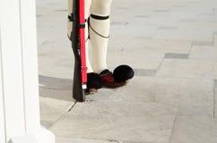 I piedi del Parlamento custodicono, Tsarouhi, Grecia Immagini Stock