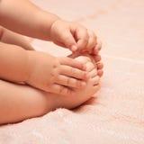 I piedini e le braccia Immagini Stock
