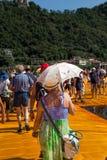 I pilastri di galleggiamento: la gente durante l'estate Immagini Stock