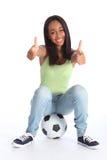 I pollici adolescenti della ragazza due di sport aumentano il successo felice Fotografia Stock Libera da Diritti
