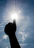 I pollici aumentano e Sun luminoso Immagini Stock Libere da Diritti