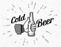 I pollici aumentano l'icona di simbolo con la bottiglia di birra Immagine Stock