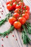 I pomodori ciliegia ed i rosmarini Fotografia Stock Libera da Diritti