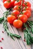 I pomodori ciliegia ed i rosmarini Fotografia Stock