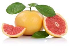 I pompelmi della frutta del pompelmo affettano le fette con la o isolata foglie Fotografia Stock Libera da Diritti