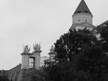 I portoni del castello a Bratislava Immagine Stock