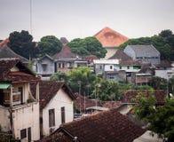 I posti urbani di una città di costruzione alloggia la montagna al jogja Yogyakarta Indonesia Immagine Stock Libera da Diritti