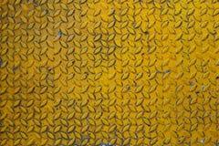 I precedenti d'acciaio della lamina di metallo del vecchio diamante giallo Fotografia Stock