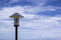I precedenti del cielo blu della lampada Immagini Stock Libere da Diritti