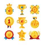 I premi dell'oro hanno messo, vario trofeo ed emblemi premiati, illustrazioni dorate di vettore dello schermo, della medaglia, de Fotografia Stock