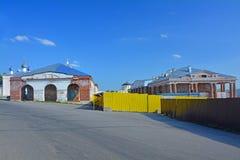 I primi e secondi casi del centro commerciale su Sobornaya quadrano nel centro della città di Kasimov, Russia fotografie stock