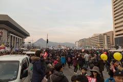 I protest av presidenten Park Geun-hye Arkivfoton