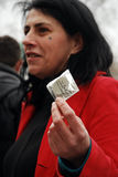 I protestatori di ACT UP a Parigi danno fuori i preservativi fotografia stock