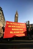 I protestatori palestinesi si avvicinano a grande Ben a Londra Fotografia Stock Libera da Diritti
