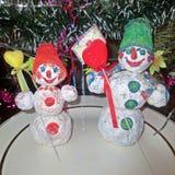 I pupazzi di neve si congratulano con una festa Fotografie Stock Libere da Diritti