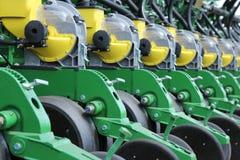 I raccolti di piantatura della seminatrice e del trattore Immagine Stock Libera da Diritti