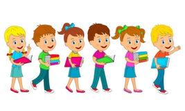 I ragazzi e le ragazze vanno con il libro Fotografia Stock