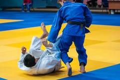 I ragazzi fanno concorrenza nel judo Fotografia Stock