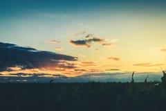 I raggi del passaggio dell'alba o del tramonto con si rannuvola la f Fotografia Stock Libera da Diritti