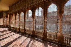 Dietro i ciechi della fortificazione di Junagarh fotografie stock