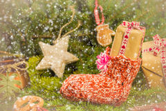 I rami cuciti a mano delle decorazioni dei calzini dei regali di Natale si attillano Fotografia Stock