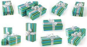 I regali con il nastro verde e blu della carta e dell'argento del regalo hanno messo agli angoli differenti Immagine Stock