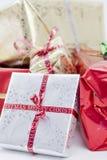 I regali di Natale si chiudono in su Fotografia Stock Libera da Diritti
