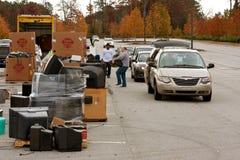 I residenti della contea diminuiscono gli oggetti per il riciclaggio dell'evento fotografie stock