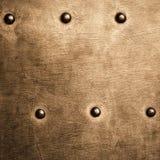 I ribattini di piastra metallica di marrone dell'oro di lerciume avvita la struttura del fondo Fotografia Stock
