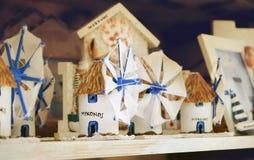 I ricordi macinano nel negozio di ricordo sull'isola di Mykonos La Grecia Fotografia Stock