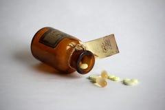 I ridurre in pani e la pillola nella vecchia bolla Fotografia Stock Libera da Diritti