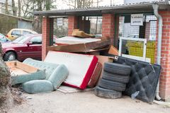 I rifiuti sono esposti alle dimensioni fotografia stock libera da diritti