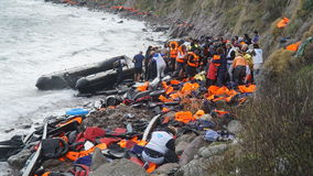 I rifugiati erano arrivato appena alla riva immagini stock