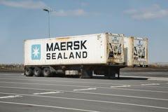 I rimorchi del trasportatore del contenitore hanno parcheggiato immagini stock