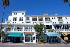 I ristoranti e le barre in Duquesa port in Spagna del sud Fotografia Stock Libera da Diritti