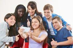 I riusciti adolescenti prendono un selfie Immagine Stock Libera da Diritti