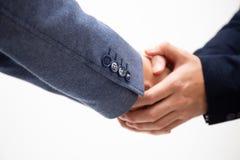 I riusciti uomini di affari stringono le mani isolate su fondo bianco fotografia stock