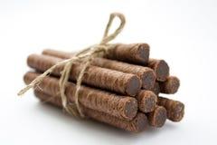 I rulli della cialda hanno riempito di cioccolato legano in su isolato Fotografie Stock