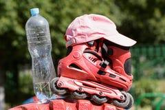 I rulli e la bottiglia di acqua Fotografie Stock Libere da Diritti
