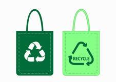 I sacchetti di acquisto con riciclano i simboli Fotografia Stock