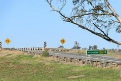 I segnali stradali che indicano Melbourne è avanti sul M8 nazionale Fotografia Stock Libera da Diritti