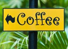 I segni della caffetteria nella sosta. Fotografia Stock
