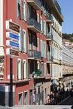 I segni direzionali indicano la strada in Nizza Fotografia Stock